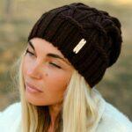 Модная шапка бини спицами